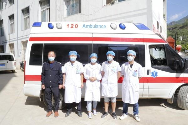 巧家16名受伤村民在小河镇卫生院积极开展治疗