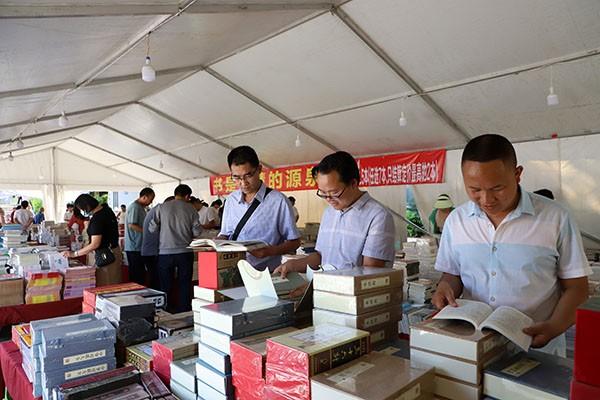 巧家县开展全民阅读正版图书普及活动
