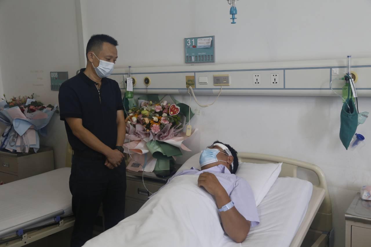 陆颖到巧家县人民医院看望慰问因公受伤干部